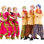 ������, ������: Dancers dressed in Indian costumes posing