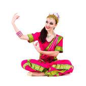 Retrato do comprimento total da mulher indiana dançando — Foto Stock