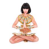 瑜伽女人戴着埃及的服装. — 图库照片