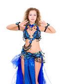 Junge schöne bauchtänzerin in einem blauen kostüm — Stockfoto