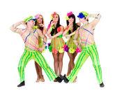 Tänzer-team trägt einen ukrainischen trachten — Stockfoto