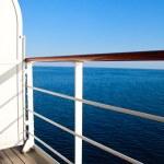 luksusowy rejs statek balkon z widokiem na ocean niebieski — Zdjęcie stockowe