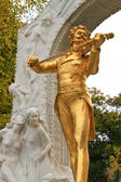 Johann Strauss Statue in Vienna Stadtpark — Photo