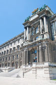 Hofburg Imperial palace entrance, view from Burggarten, Vienna Austria — Stock Photo