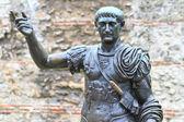 Trajan 雕像、 古罗马城墙、 伦敦-英国 — 图库照片