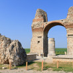 Old Roman City Gate (Heidentor) — Stock Photo #13381937