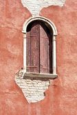 Venetian decayed facade with wooden window, Venice, Italy — Stock Photo