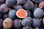 Tasty organic figs at local market — Stock Photo