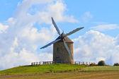 Alte windmühle in frankreich — Stockfoto
