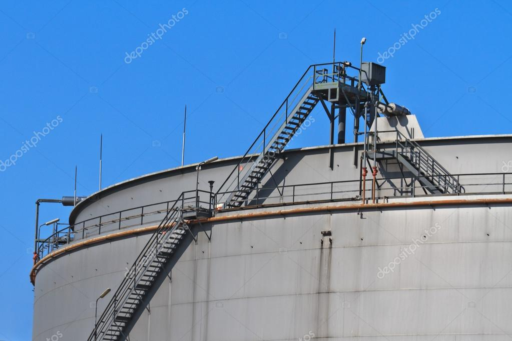 Oil and gas industry.  Oil reservoir on a petrochemical plant — Stock Photo #13443731
