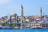 Nueva mezquita de estambul y naves, turquía — Foto de Stock