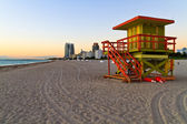 Sunrise and cabin on the beach, Miami Beach, Florida, USA — Stock Photo
