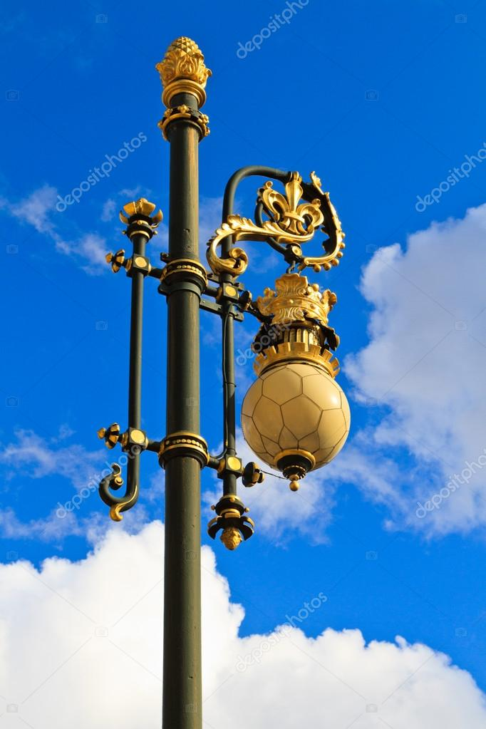 Baroque lantern near royal palace in Madrid, Spain — Stock Photo #14664235