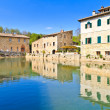 Old thermal baths in the medieval village Bagno Vignoni, Tuscany — Stock Photo