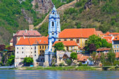 Durnstein Baroque Church on the river danube (Wachau Valley), Au — Zdjęcie stockowe