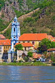 Durnstein Baroque Church on the river danube (Wachau Valley), Au — Foto de Stock