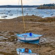 Sailing boats at ebb tide near St. Malo in Brittany, France  — Stock Photo