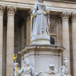 Queen Anne Statue In Front Of St Paul's Cathedral, London, UK — Stock Photo
