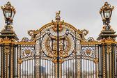 Ornate Gate at Buckingham Palace, London, UK — Stock Photo