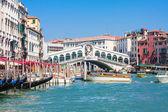 威尼斯-里亚托桥和 canale 格兰德 — 图库照片