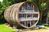 Trä fat utanför winery — Stockfoto