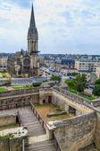 Caen, castillo y l ' eglise saint-pierre, normandía, francia — Foto de Stock