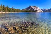 Yosemite National Park, View of Lake Tenaya (Tioga Pass), Calif — Stock Photo