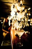 Una copa de martini en el bar — Foto de Stock