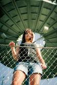 Młoda kobieta korzystających ciepło lato — Zdjęcie stockowe