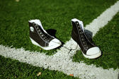 Sneakers on green grass — Stockfoto