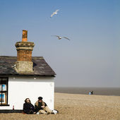 Beach cottage on the Aldeburgh coast — Stock Photo