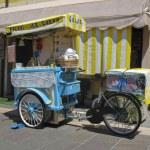Ice cream sales — Stock Photo