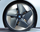Wheel of the BMW Vision EfficientDynamics vehicle — Stock Photo