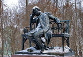 The monument to the great Russian poet Pushkin — Stock Photo