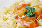 Pasta with shrimps and sauce on the wooden table — Stock Photo