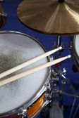 Drumset with Drumsticks on a Snaredrum and Cymbals — Stock Photo