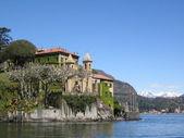 Villa on shores of como lake — Stock Photo