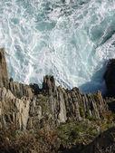 Klippiga kust och vågor — Stockfoto