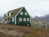 Green greenlandic house — Stockfoto
