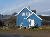 Blue greenlandic house — Stockfoto