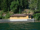 Yellow building on lake como — Stock Photo