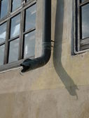 Snake shaped gutter — Stockfoto