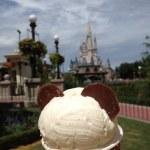Ice cream on the background of Priscilla's Castle, Disney world, Orlando, Florida, USA — Stock Photo #13365408