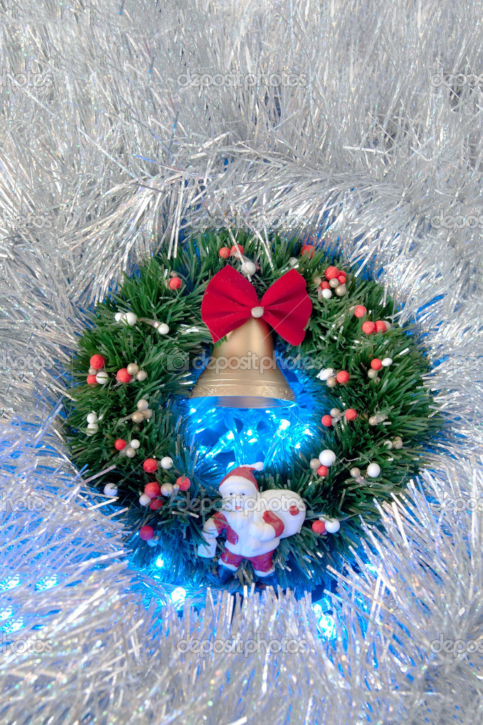 Christmas and New Year's wreath with bell — Stock Photo #14608187