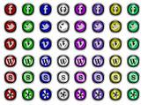 Sosyal medya logo düğmelerle web — Stok Vektör