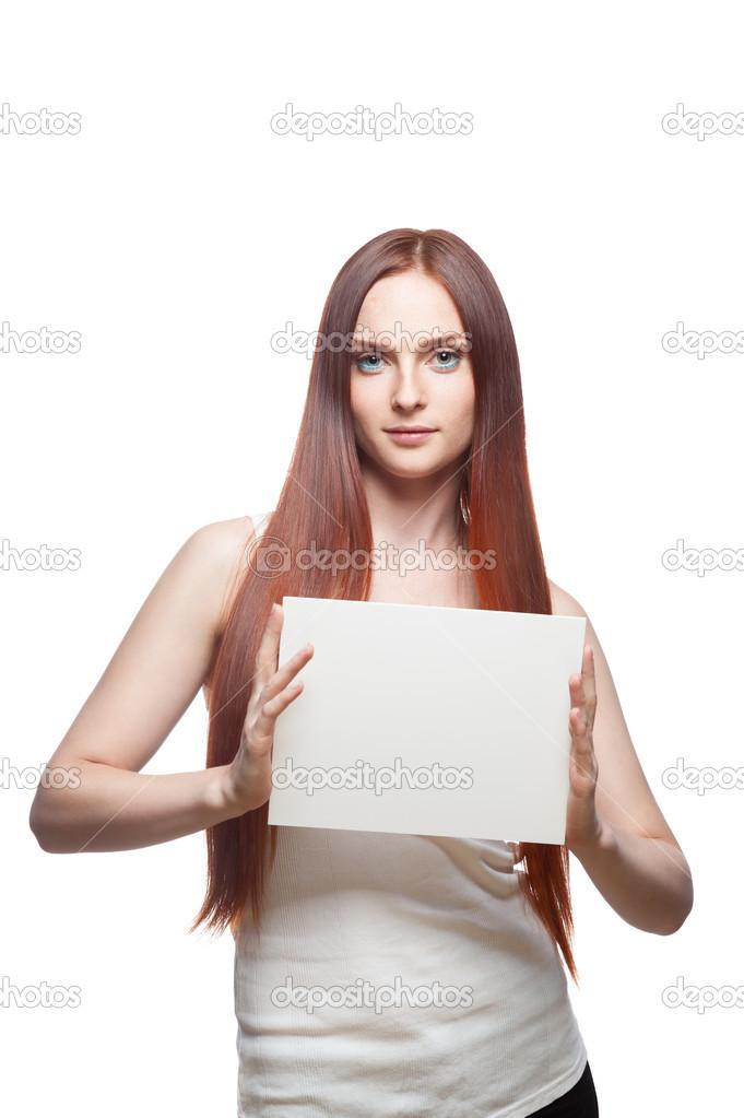 сексуальная девушка с табличкой в руках с пустой
