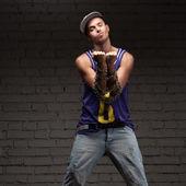 Hip-hop stile uomo azienda catena — Foto Stock