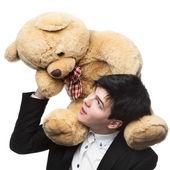 Uomo d'affari con grande giocattolo morbido sulle spalle — Foto Stock
