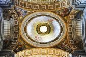 Saint Peter's Basilica, Rome, Italy. — Stock Photo
