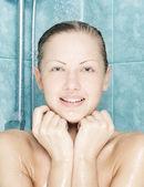 Jonge mooie aantrekkelijke vrouw nemen douche — Stockfoto